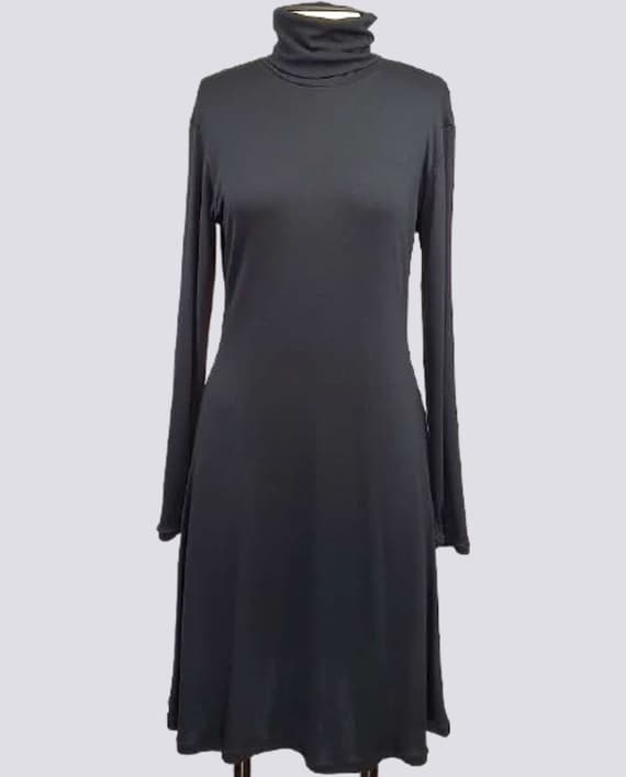 Kit Completo de Molde de Vestido de Malha Evase com Gola Role –Frente 570x708 OT